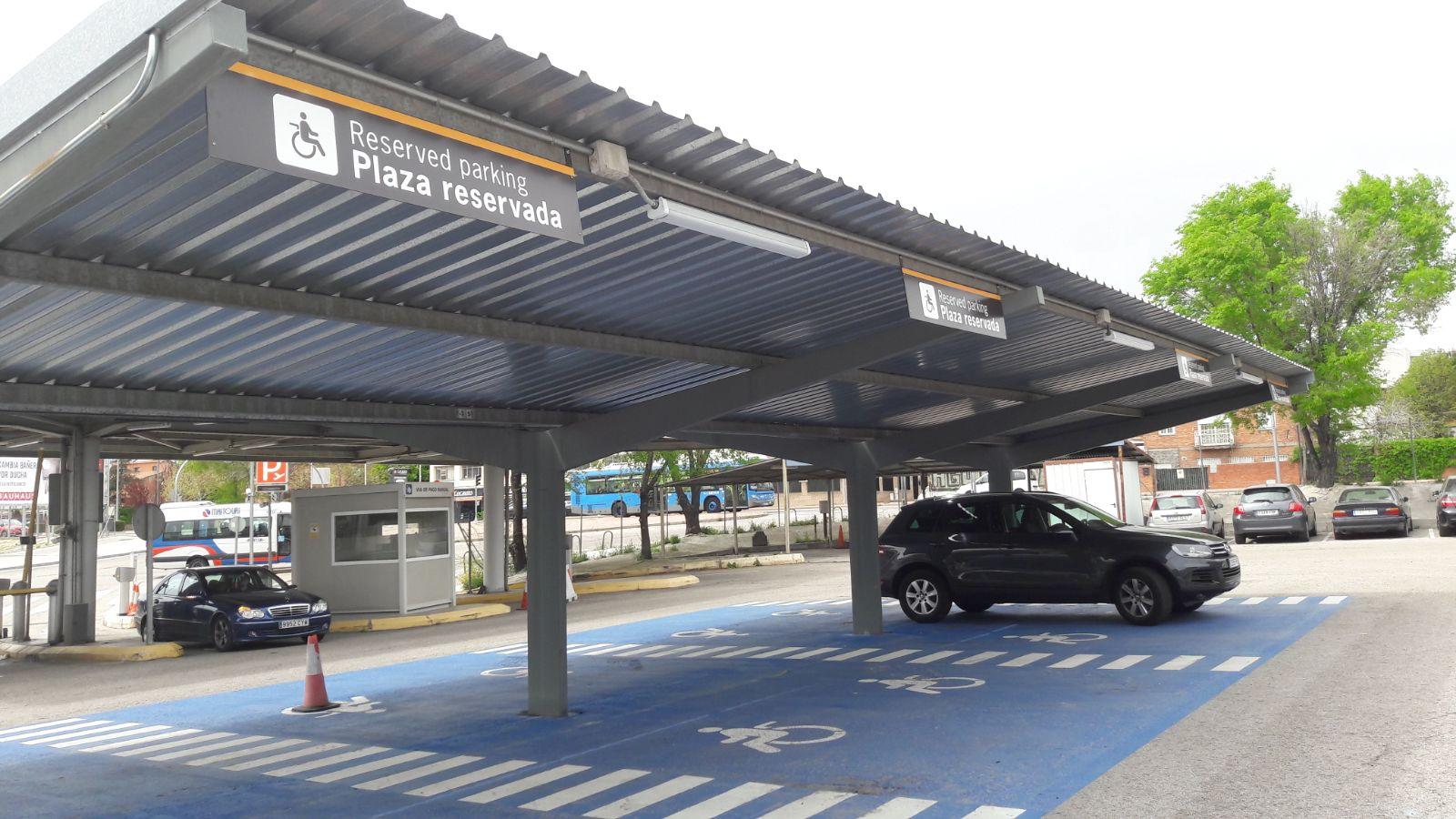 Parking zona reservada en aeropuerto