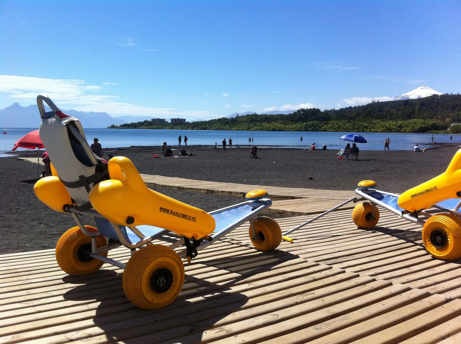 Sillas anfibias accesibles en playa